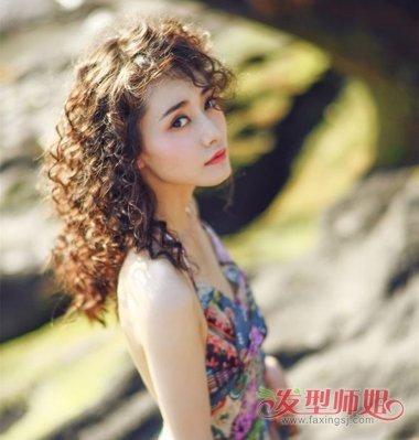 >> 中长发女生波纹卷发发型 方便面 水波纹 蛋卷烫发型图片(2)  2018