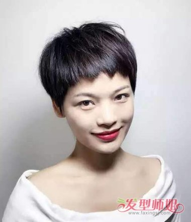 女生狗啃刘海短发发型