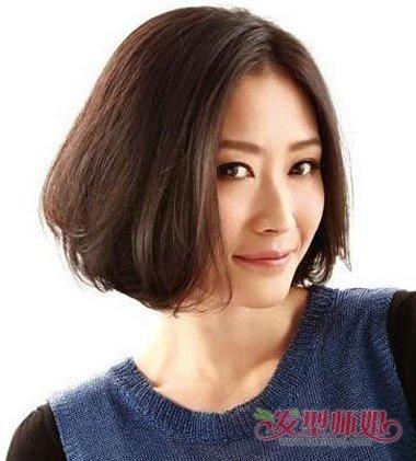 女生内扣短发发型,梳在眼角的头发十分简洁.图片