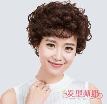 老太太满头小卷短烫发发型中老年女士满头小卷短发发型图片(2)