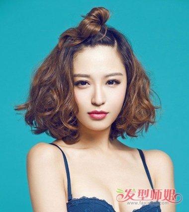 短烫发女生适合的半丸子头发型 短发女生烫什么发型能图片