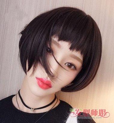 女生狗啃刘海短发发型图片