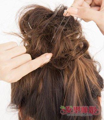 中短发女生半丸子头扎法图解 短发半丸子头教程(2)