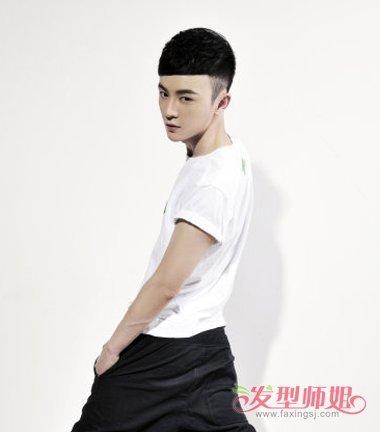 男生短发 >> 男生短盖头发型图片 正规的男生的锅盖头(3)  2018-07-05图片