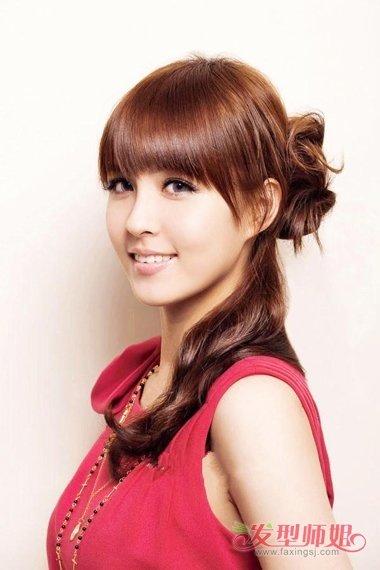 齐刘海半丸子头怎么扎 流行的女生发型图片图片