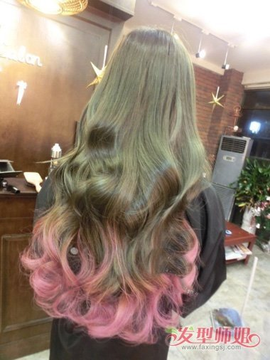 女生波浪长卷发染闷青发色造型图片