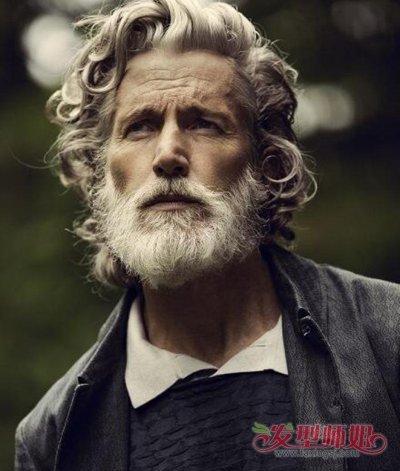 极具艺术气息的一款 短发烫发发型,中老年的男性也有一颗追求潮流的