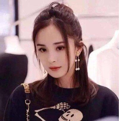 今年超火的龙须刘海不来一款太可惜  中分梳理的长发对发梢部分的发丝图片