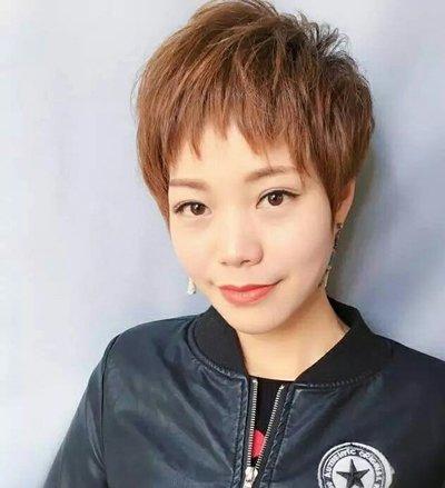 女生狗啃式刘海超短碎发发型图片