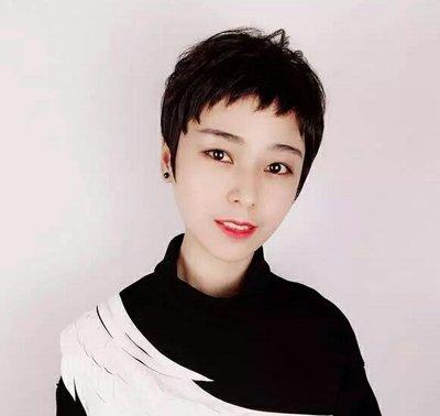 鹅蛋脸女生狗啃式刘海超短发发型图片