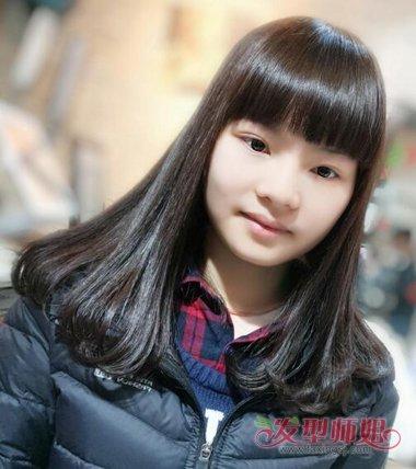 梨花头发型梳长直发的款式,更适合比较精致的女生,工整的梳发与整齐图片