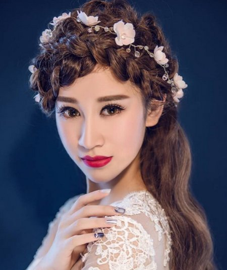 新娘发型 >> 谁说新娘一定要盘发 这些半扎发新娘发型超美  2018-01-0图片