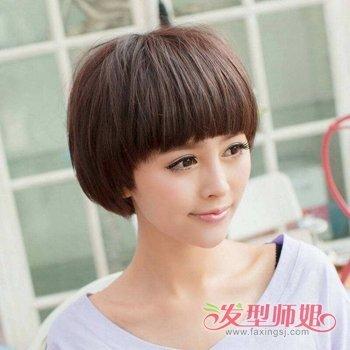 更显得女生年轻可爱,例如这款长脸女生齐刘海蘑菇头短发发型,让长脸