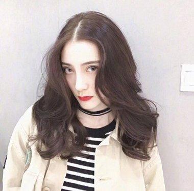发型设计 卷发 >> 2018女生自然又好打理的纹理烫发型已上线 懒癌泛滥