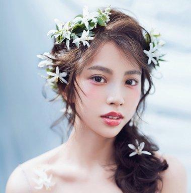 鲜花与卷发很搭哟 小心机日系鲜花新娘发型(3)图片