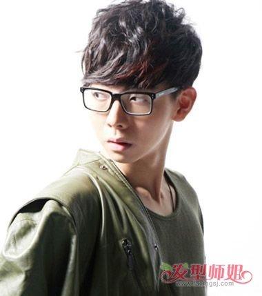 男生瓜子脸带什么眼镜 瓜子脸男生适合的眼镜发型