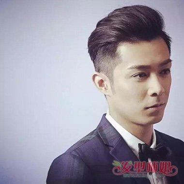 两边头发剃掉了,浅淡的头发是蛮适合他肤色,紧跟潮流时尚的侧背发型图片