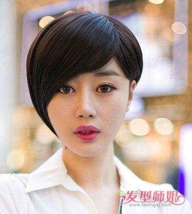 女生偏分露耳波波头发型