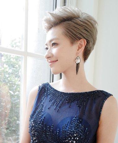 发型设计 短发 >> 2018职场女士最新偏梳短发发型 干练优雅又时髦(2)