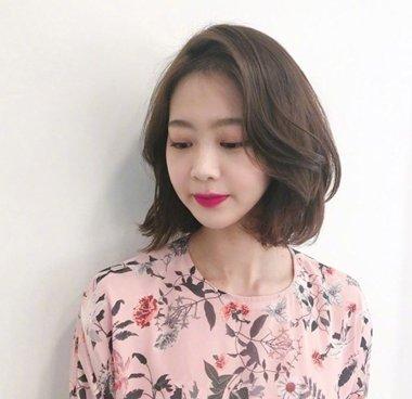 2018职场女士最新偏梳短发发型 干练优雅又时髦(4)图片