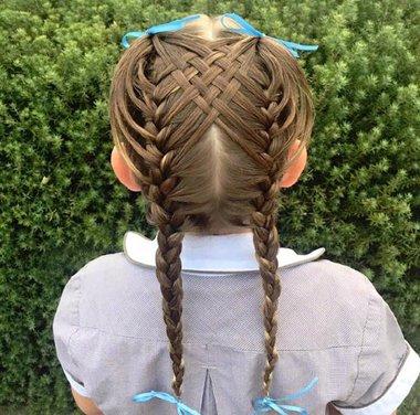 发型设计 儿童发型 >> 长发女孩就应该这样编头发 用创意精致编发打