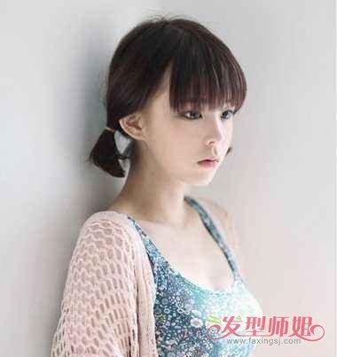 发量比较多的女生 梳头发,碎发刘海双扎短发发型耳尖梳的头发两边都图片