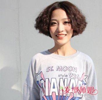 卷发,弄成这款韩式女生中分泡面头发型,让头发变得蓬松卷曲起来,让图片