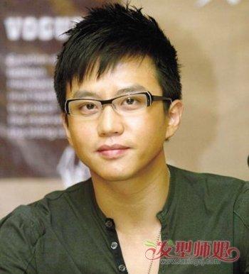 大圆脸男生适合什么眼镜 脸圆男生适合的眼镜发型