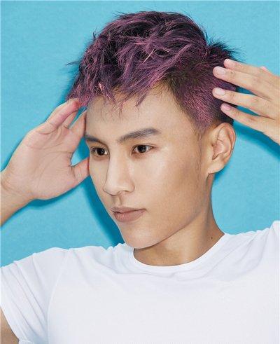 男生发型 男生短发 >> 发型魔法师彩色发泥的使用方法 男生玫瑰紫色