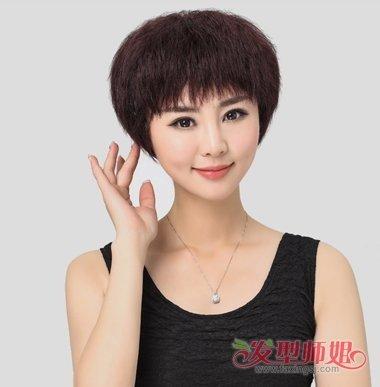 2019女生短发麦穗烫发型图片 小麦穗烫和拉直结合的女生发型