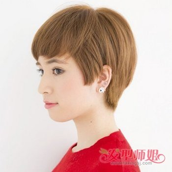 出来的韩式女生眉上斜刘海波波头短发发型,饱满蓬松,而且富有层次感.图片