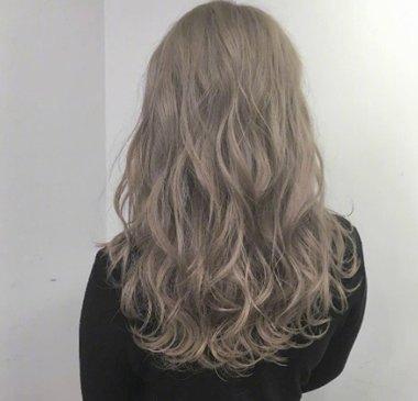 中长发女生的头发不够多,2018年就不要梳 直发发型了,从耳朵位置往下图片