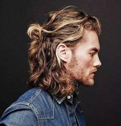男生中长发半丸子头扎发发型