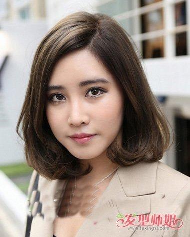 圆脸女生wob头 发型设计,呈现出了女生的无限美,披散下来的头发透露图片