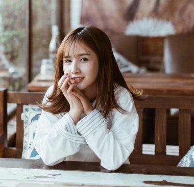 校园女生福利来袭 2018女学生刘海长直发发型清新灵动