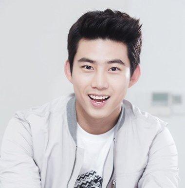 40岁男士什么发型显年轻 6款男士减龄发型轻松变韩剧男主角(2)