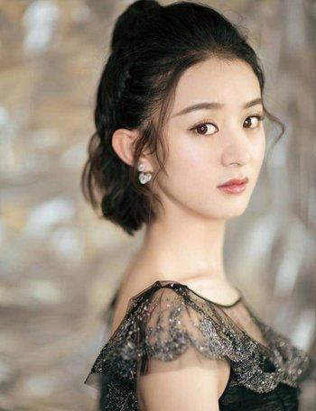 赵丽颖虽然已经30岁了,但是看起来却还是元气满满,她的这款中短发图片