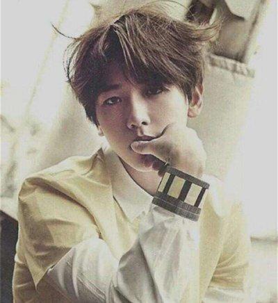 男生韩式中分定位烫短发发型图片