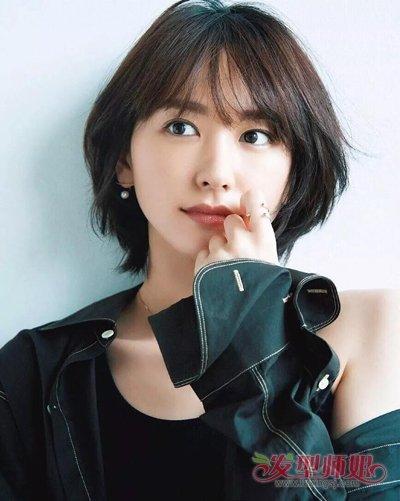 2018新款空气短发女明星都拒绝不了  轻薄修剪的刘海做成空气烫的设计图片