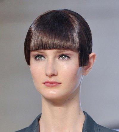 女生中长发剃鬓角图片 女生发型剃鬓角剃后脑勺