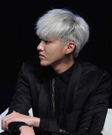 吴亦凡白色桃心发型 男桃心发型短发