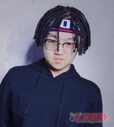 21来源:发型师姐编辑:jane 分享到  短发散在四周的脏辫发型,男生运动图片