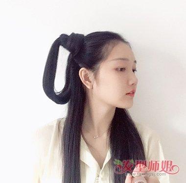 女生古风 公主头发型,扎起来后垂下来的发丝比较柔软,蓬松梳发很别致.图片