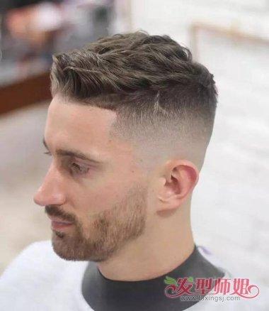 分享到  鬓角的头发有隐形的层次,男生渐变色前梳烫短发发型,要将后脑图片