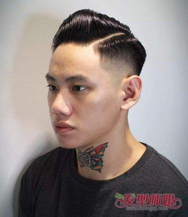 要将发顶上的头发梳成向上梳的立体弧线,男生渐变式短发发型,后侧的头