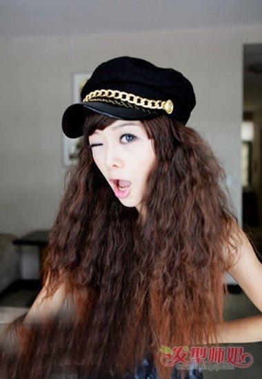 女生烟花烫染发棕色造型 钻石脸型女生长卷发呈现(5)图片