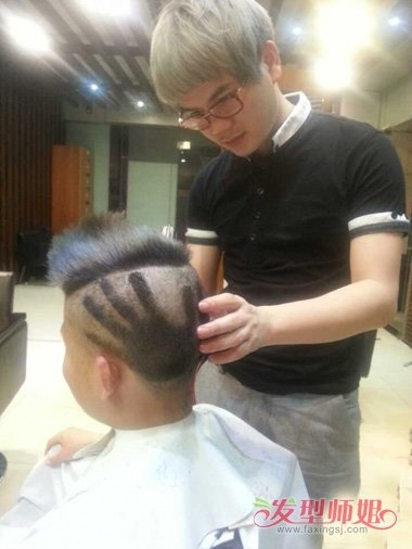 暖男刻字短发 头发颜色 90后青春男发无刘海打造图片