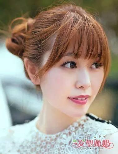 下巴尖女生扎丸子头发型 棕色头发颜色 空气刘海图片