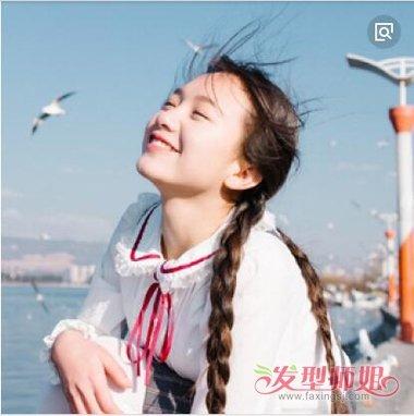 发型diy 编发 >> 什么编发适合女生海边出游 双麻花辫子搭配头发颜色图片