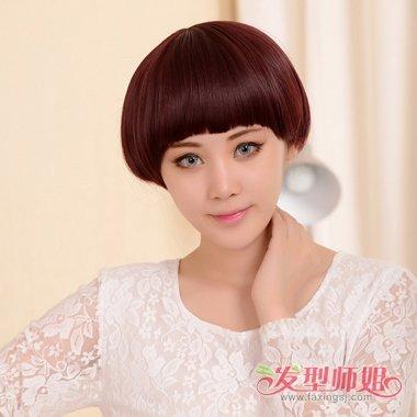 发型设计 短发 >> 头发稀少精剪短发造型 22岁女生波波头染酒红发色图片